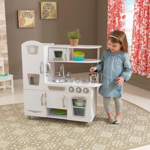 Bela otroška kuhinja z dodatki cena