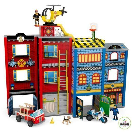Lesena gasilska postaja za otroke z dodatki